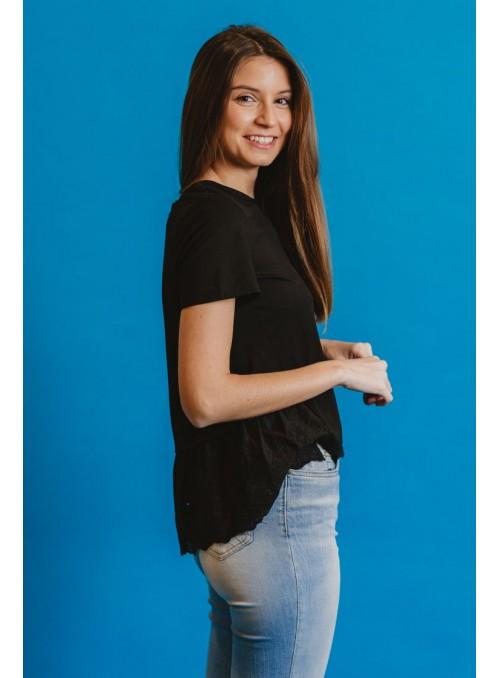 Koralline Camiseta negra volante bordado
