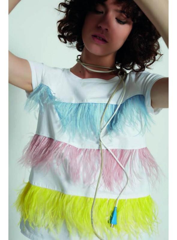 Zoe Camiseta blanca plumas
